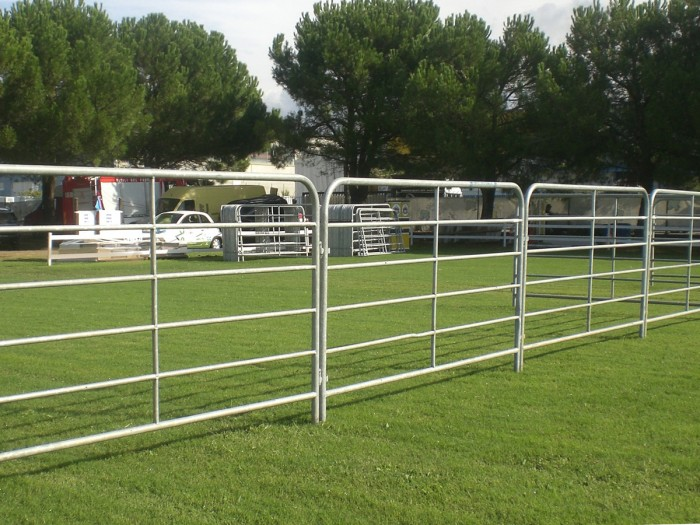Mobile fencing / fence